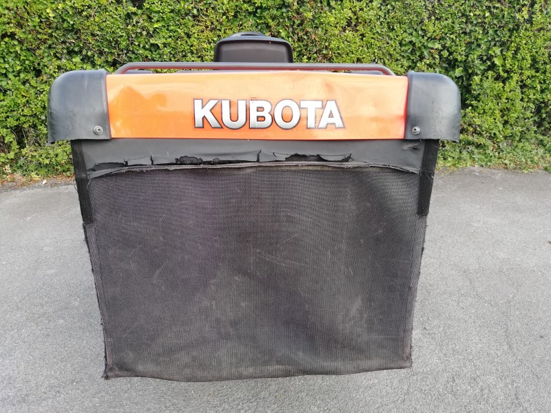Kubota G23 Lawn Tractor with a 560L grass collector